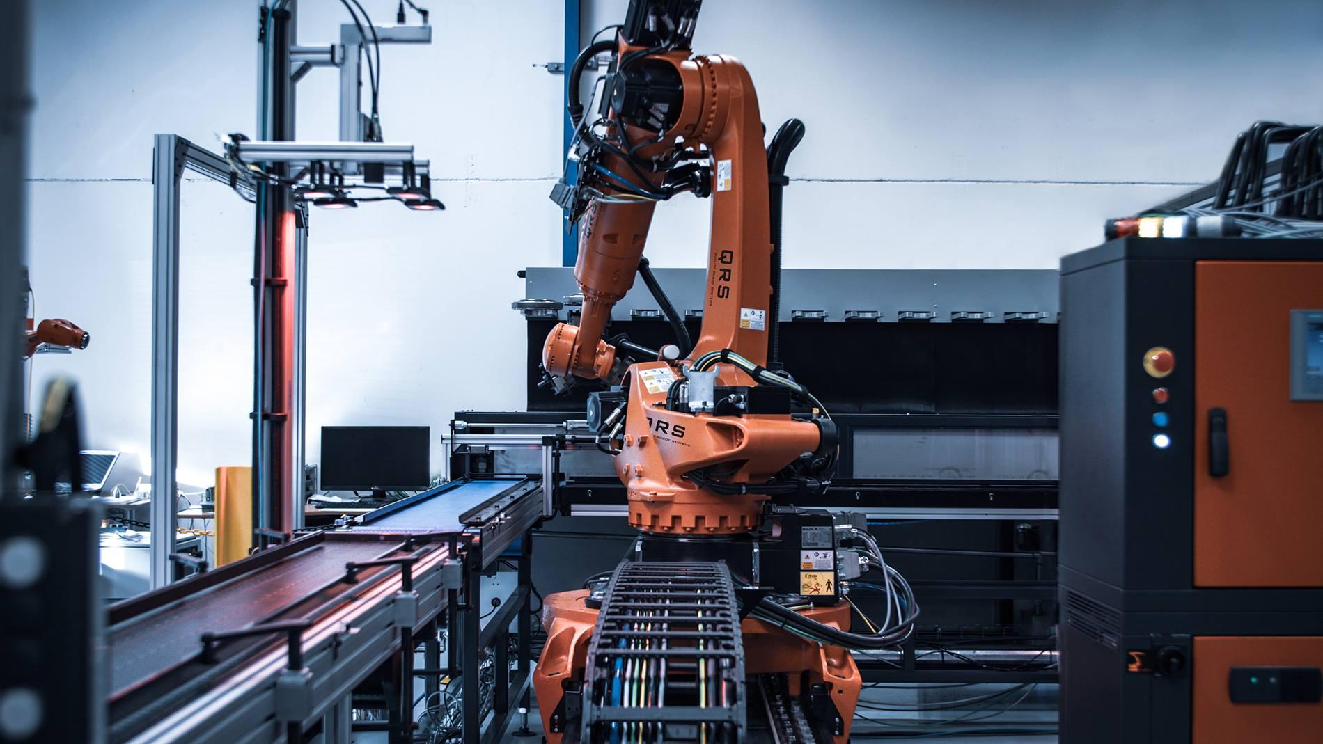 KUKA Roboter mit intelligenten Kameras automatisieren Produktion ...