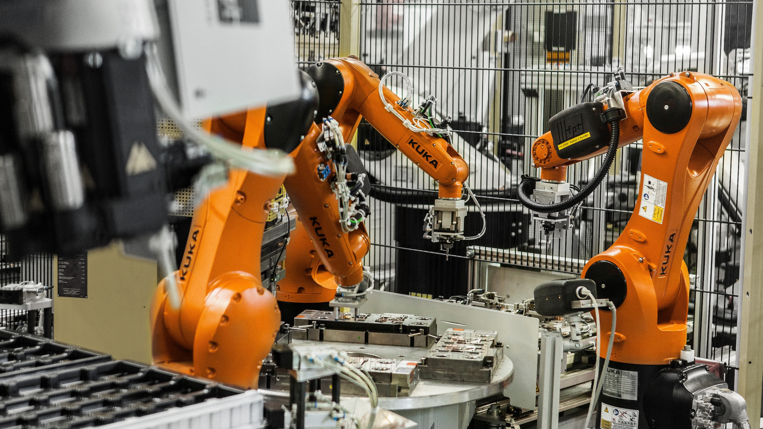 industrial security robot Robot industrial supplies pride ourselves in our expertise to service the needs of light & heavy industry, agriculture and general business procurement needs situated in africa's economic hub of.
