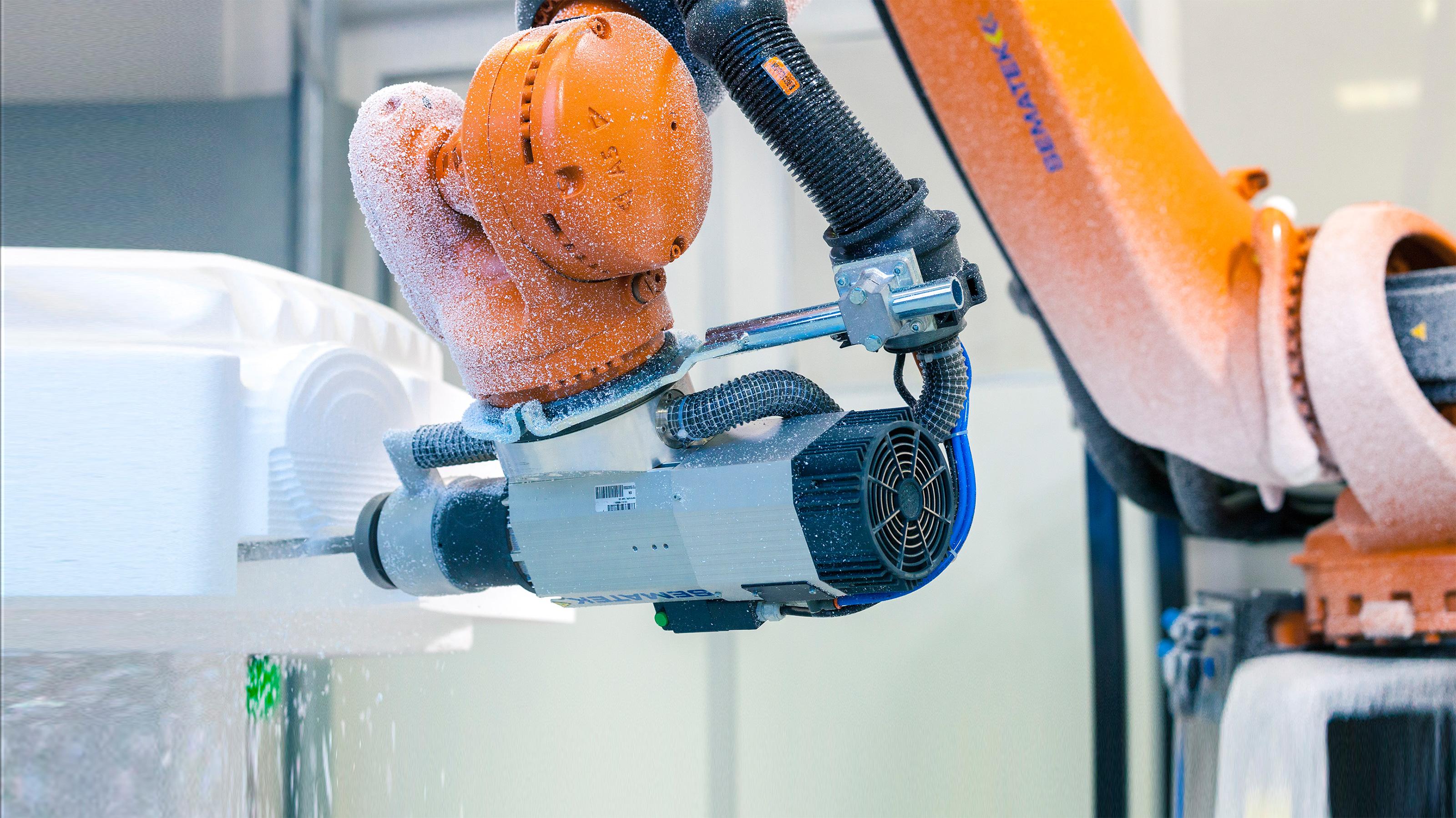 KUKA milling robot produces sculptures at Studio Babelsberg | KUKA AG