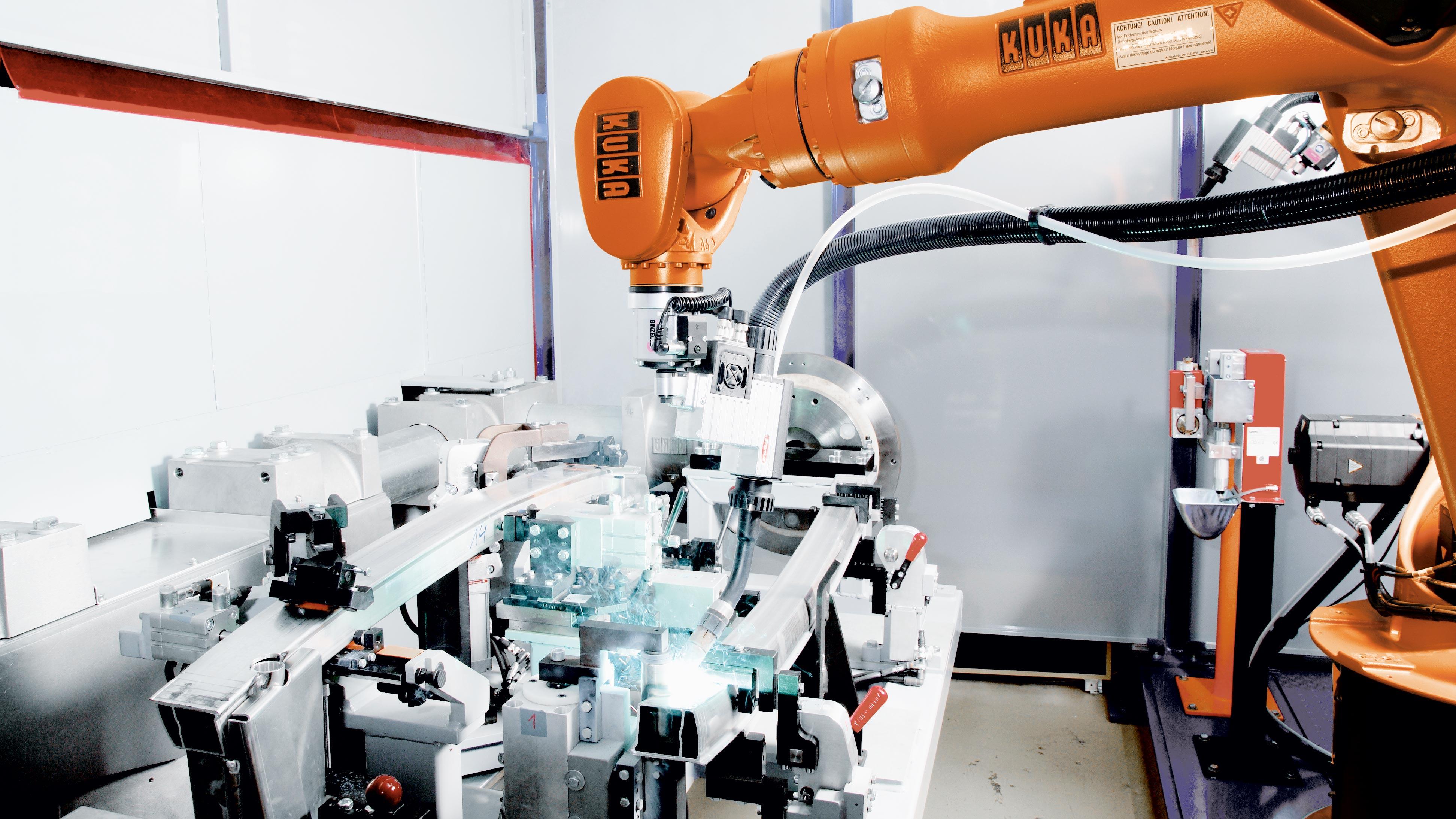Ogromny Roboty KUKA do spawania w osłonie gazów obojętnych | KUKA AG TQ12