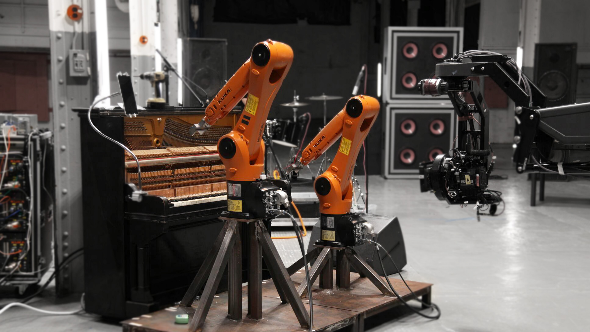 Robots play music: Nigel Stanford video with KUKA robots